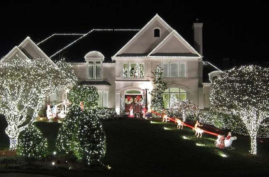 Awesome Christmas Lights Ideas For Exterior Decoration 12
