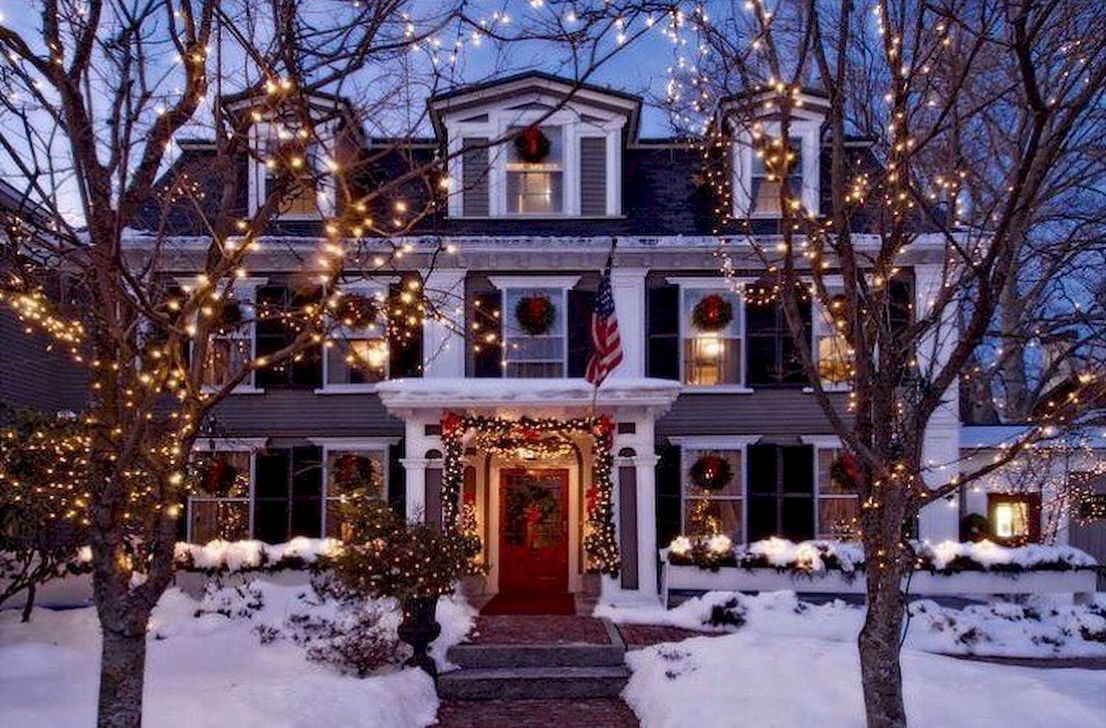 Awesome Christmas Lights Ideas For Exterior Decoration 27