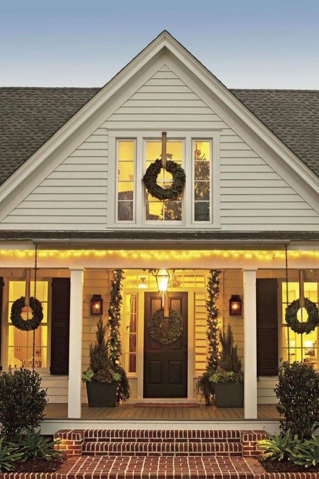 Awesome Christmas Lights Ideas For Exterior Decoration 34