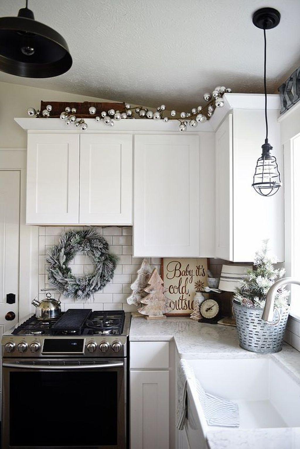 Awesome Christmas Theme Kitchen Decor Ideas 02