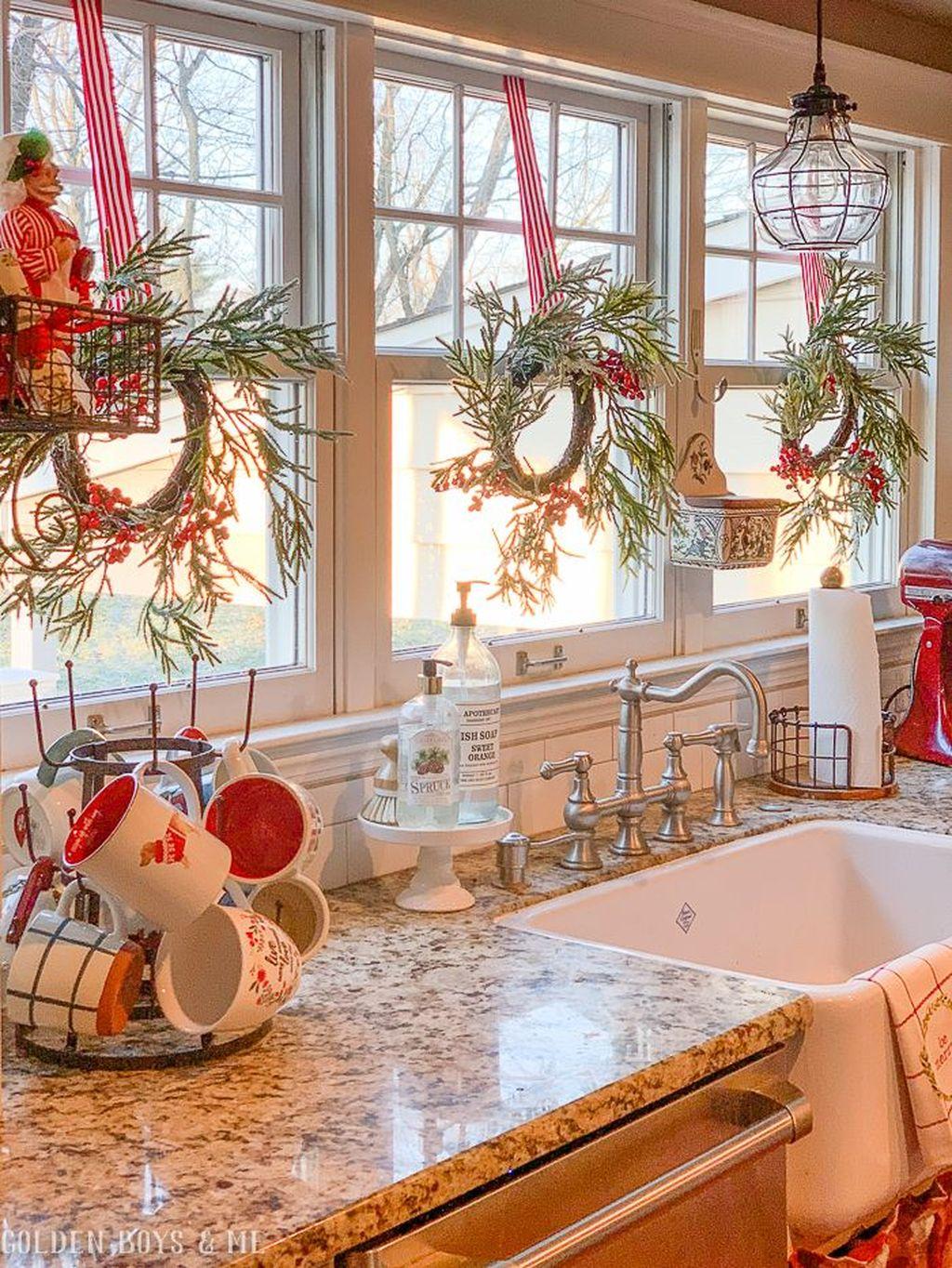 Awesome Christmas Theme Kitchen Decor Ideas 06