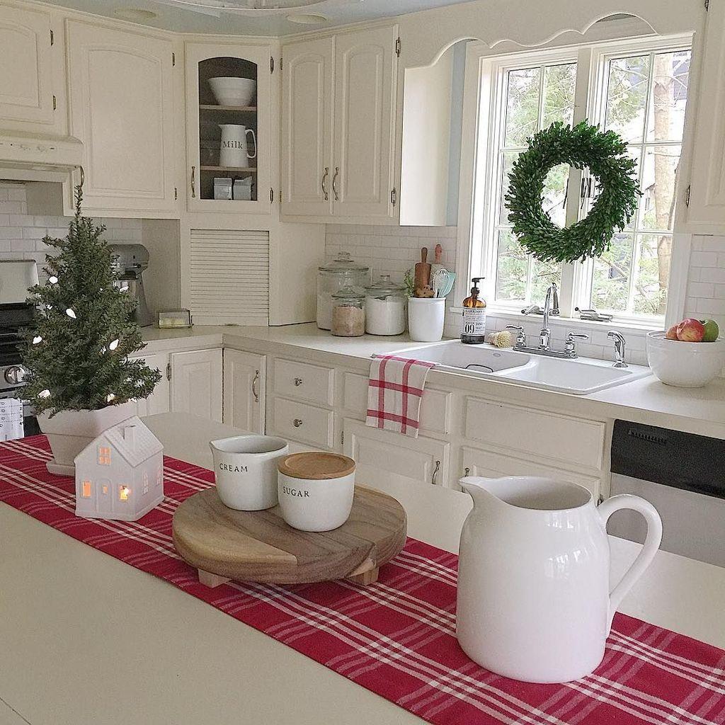 Awesome Christmas Theme Kitchen Decor Ideas 11