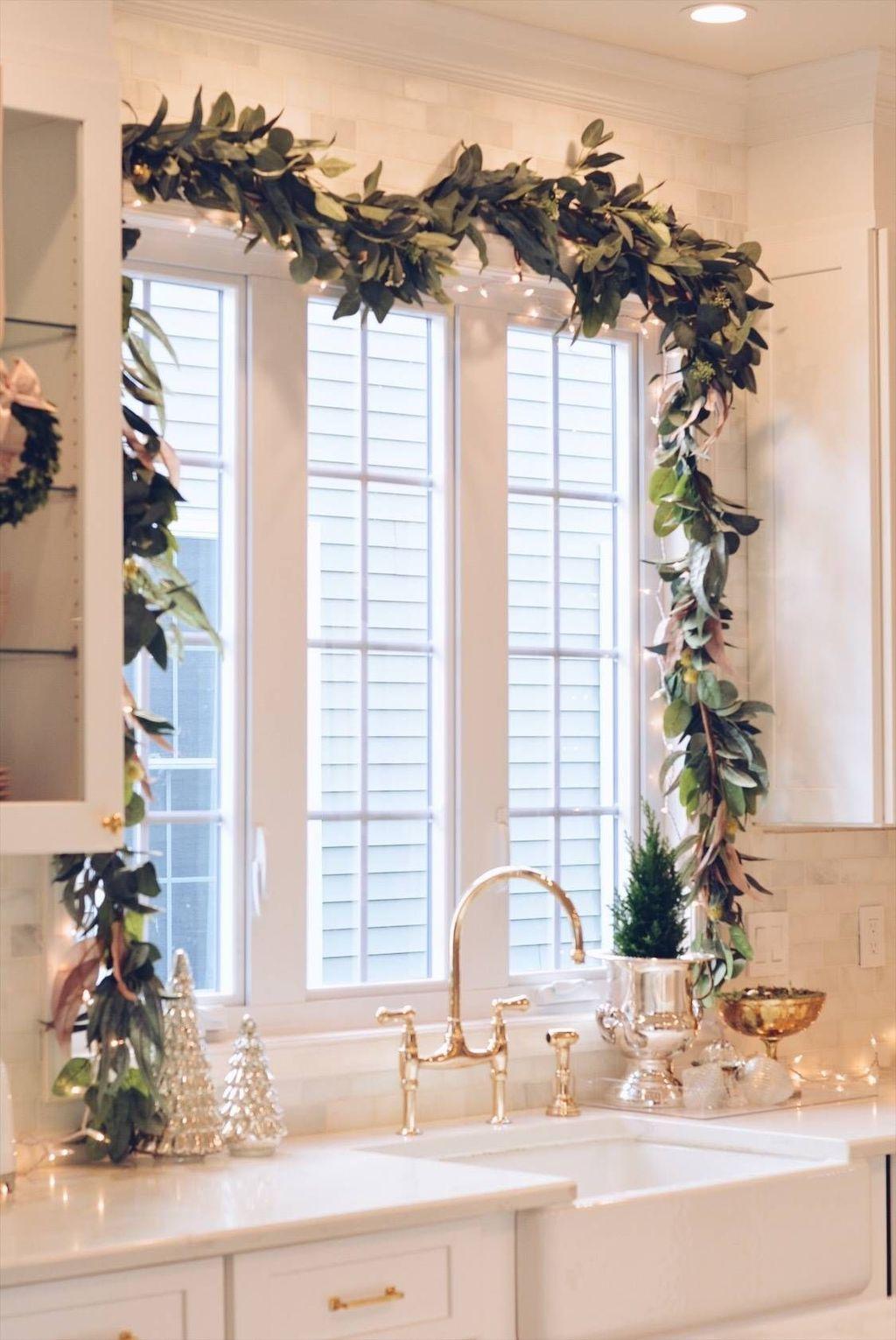 Awesome Christmas Theme Kitchen Decor Ideas 17