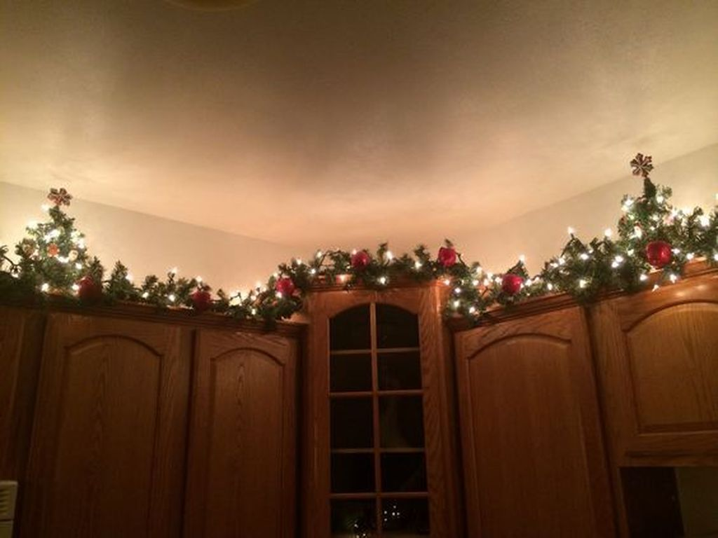 Awesome Christmas Theme Kitchen Decor Ideas 23