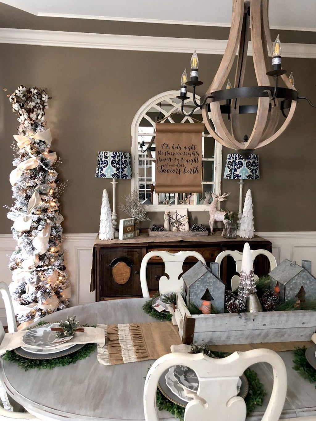 Beautiful Christmas Dining Room Decor Ideas You Never Seen Before 18
