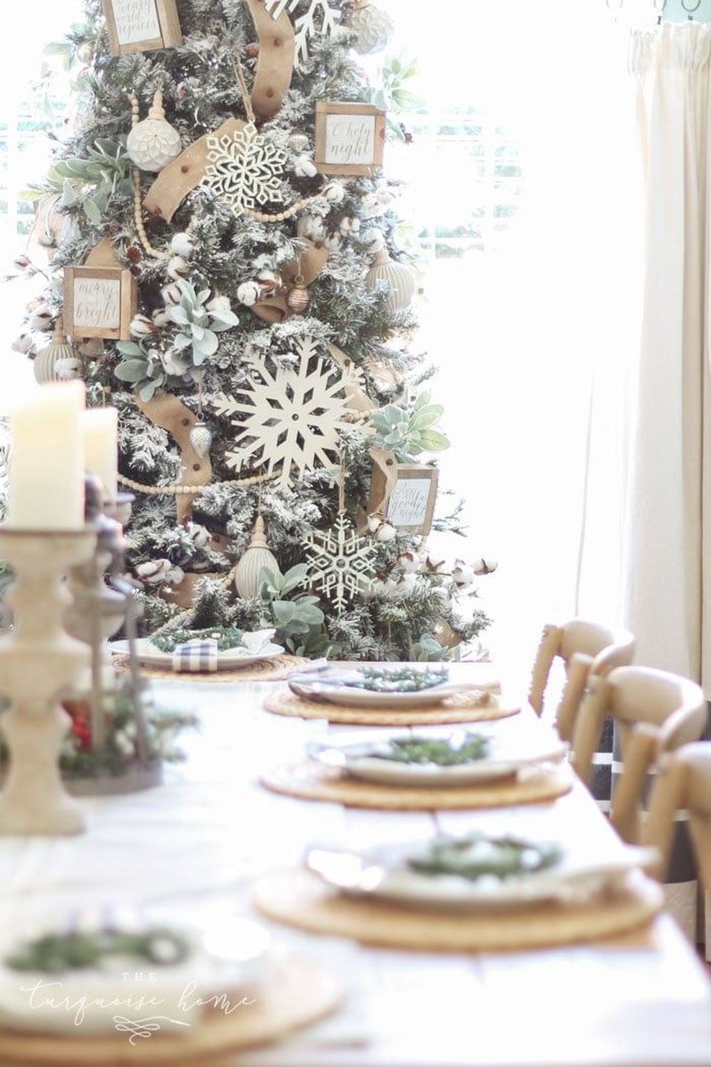 Beautiful Christmas Dining Room Decor Ideas You Never Seen Before 19