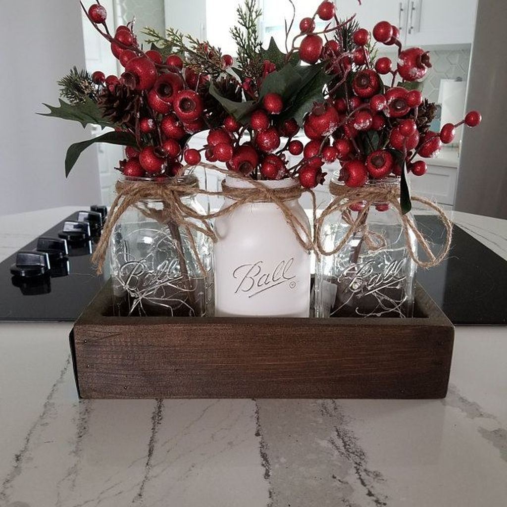 Beautiful Christmas Table Centerpieces For Your Dining Room 01