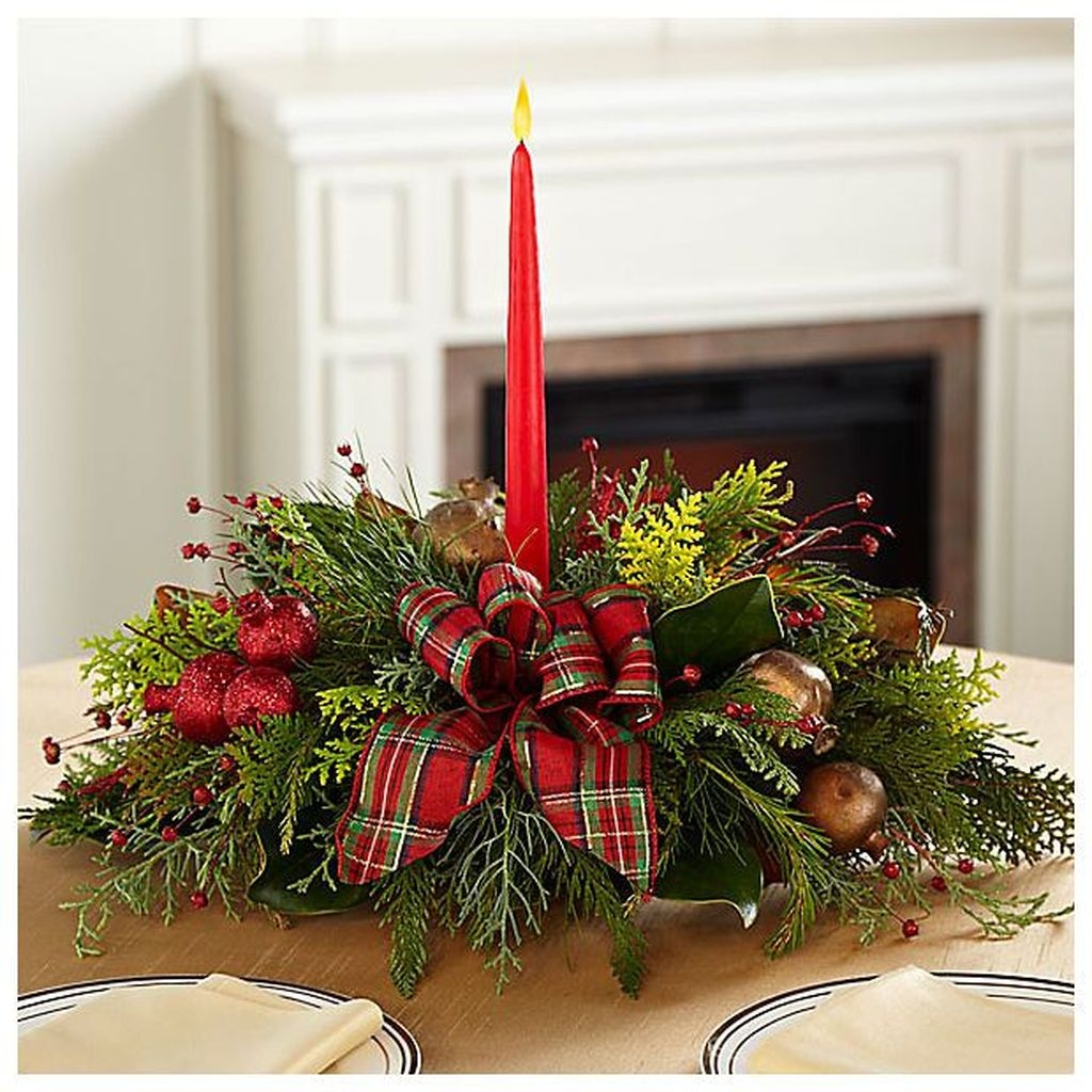 Beautiful Christmas Table Centerpieces For Your Dining Room 03