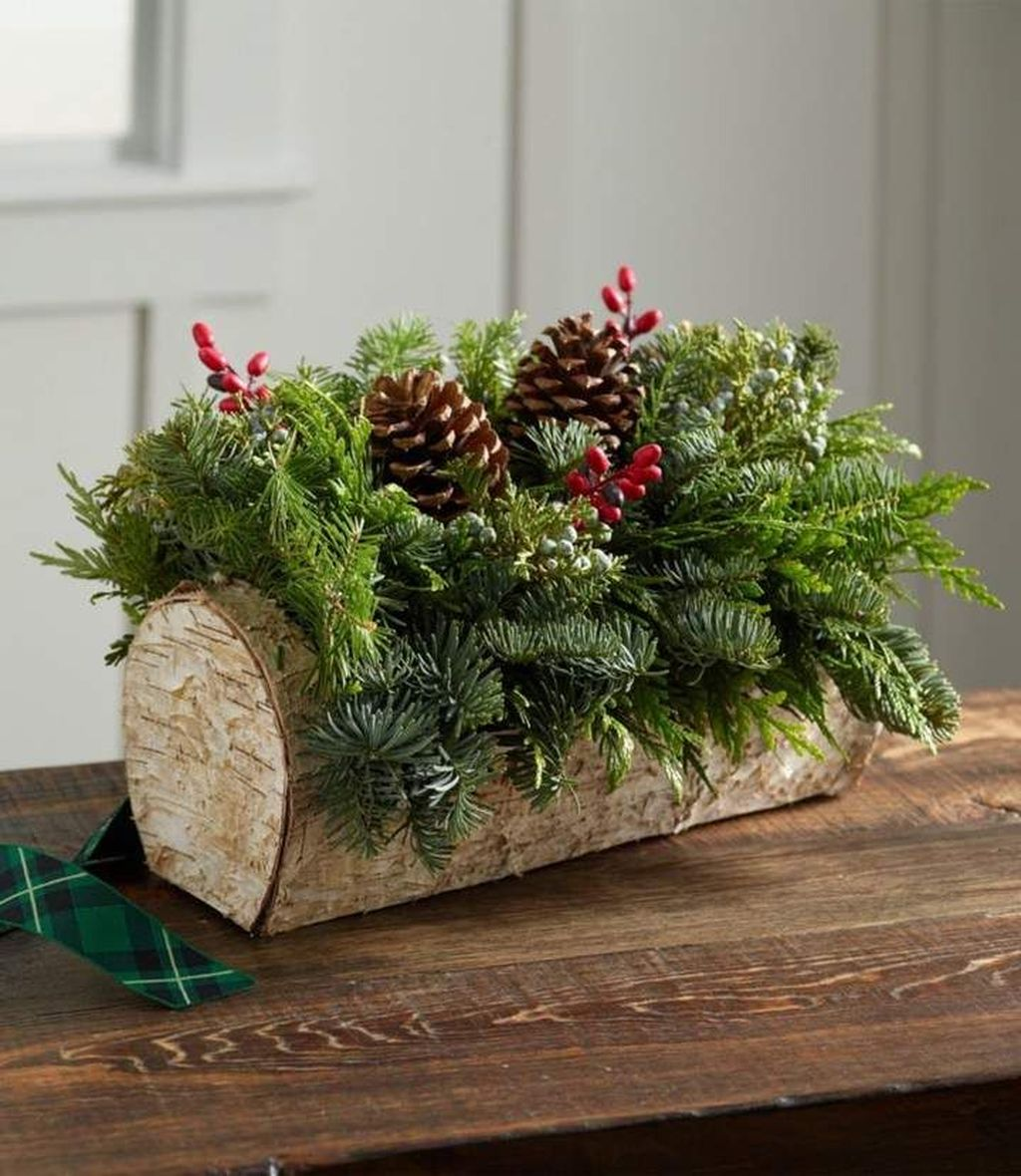 Beautiful Christmas Table Centerpieces For Your Dining Room 10