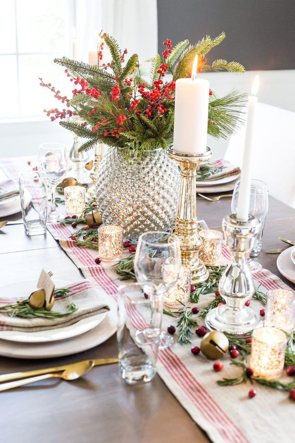 Beautiful Christmas Table Centerpieces For Your Dining Room 21