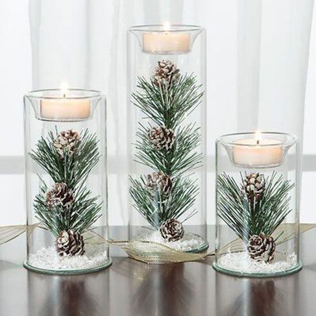 Beautiful Christmas Table Centerpieces For Your Dining Room 33