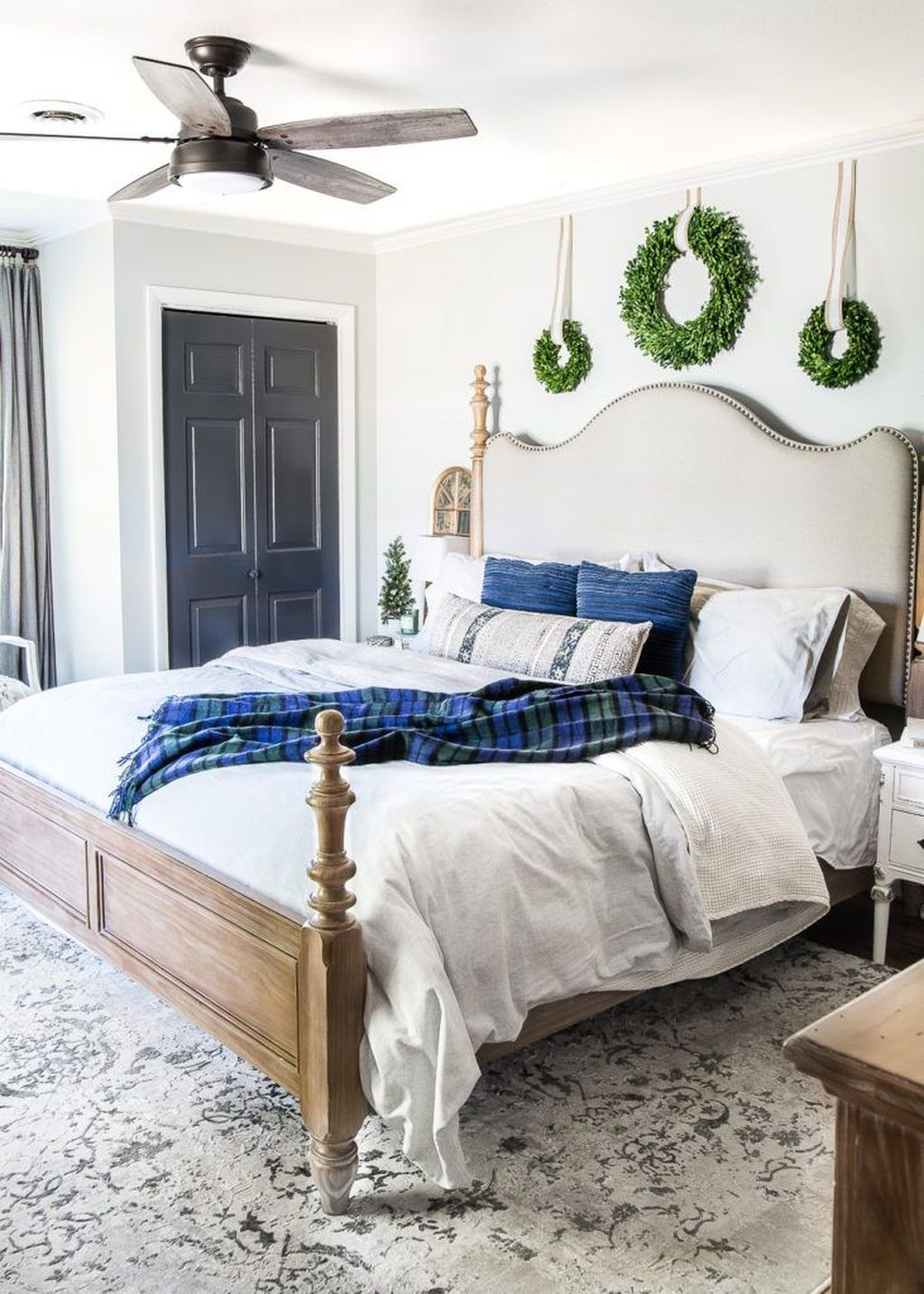 Beautiful Winter Bedroom Decor Ideas 06