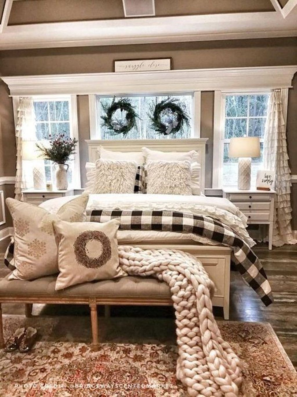 Beautiful Winter Bedroom Decor Ideas 11