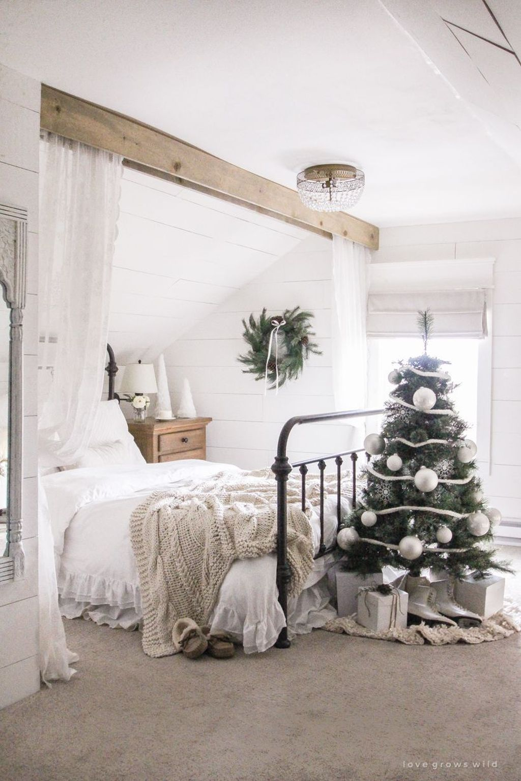 Beautiful Winter Bedroom Decor Ideas 19