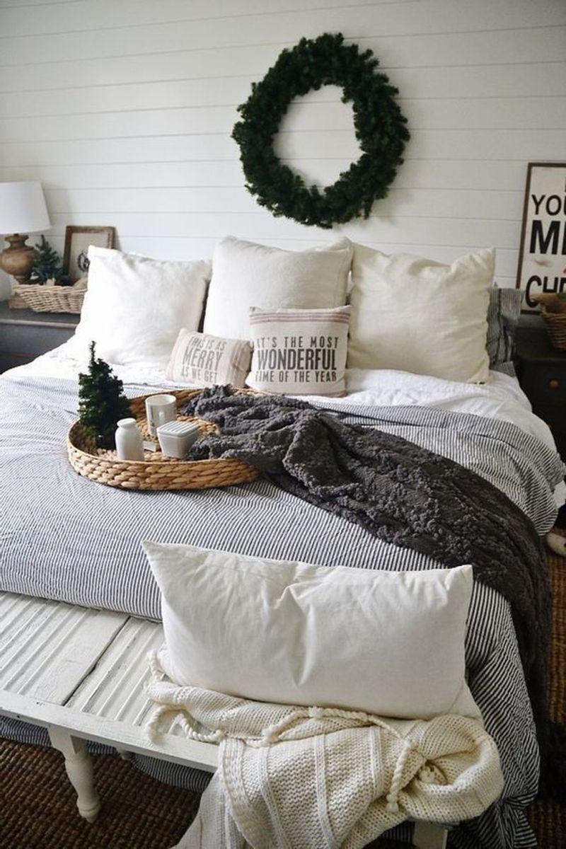 Beautiful Winter Bedroom Decor Ideas 20