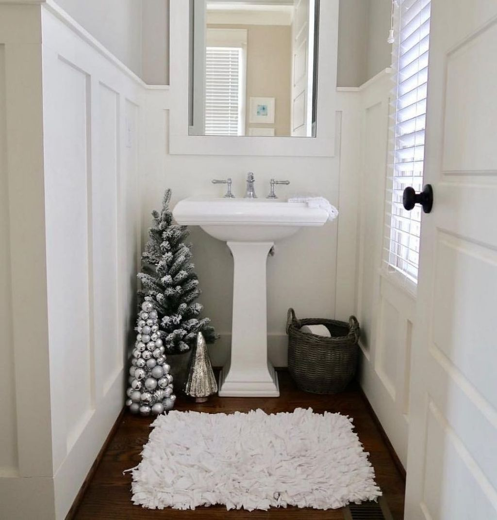 Fabulous Christmas Theme Bathroom Decor Ideas Trend 2019 08