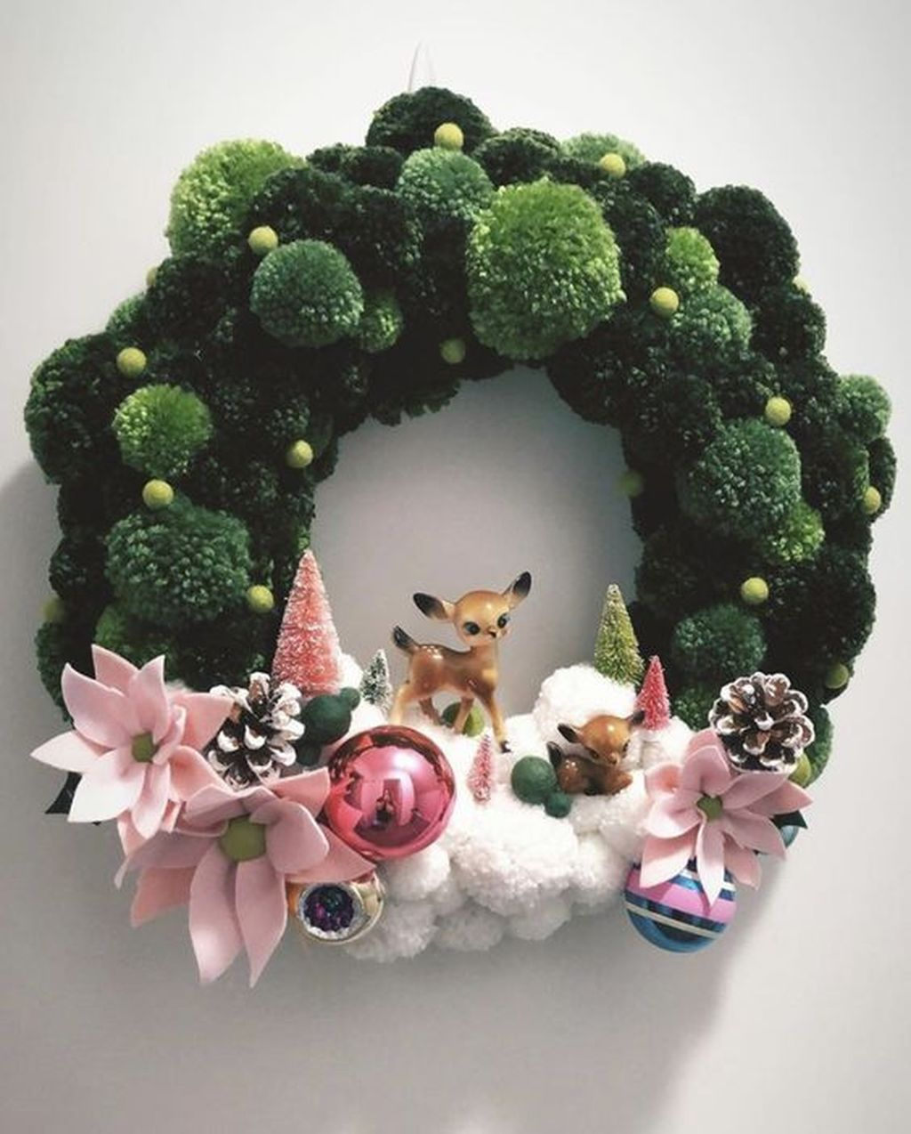 Gorgeous DIY Christmas Wreaths You Should Copy Now 19