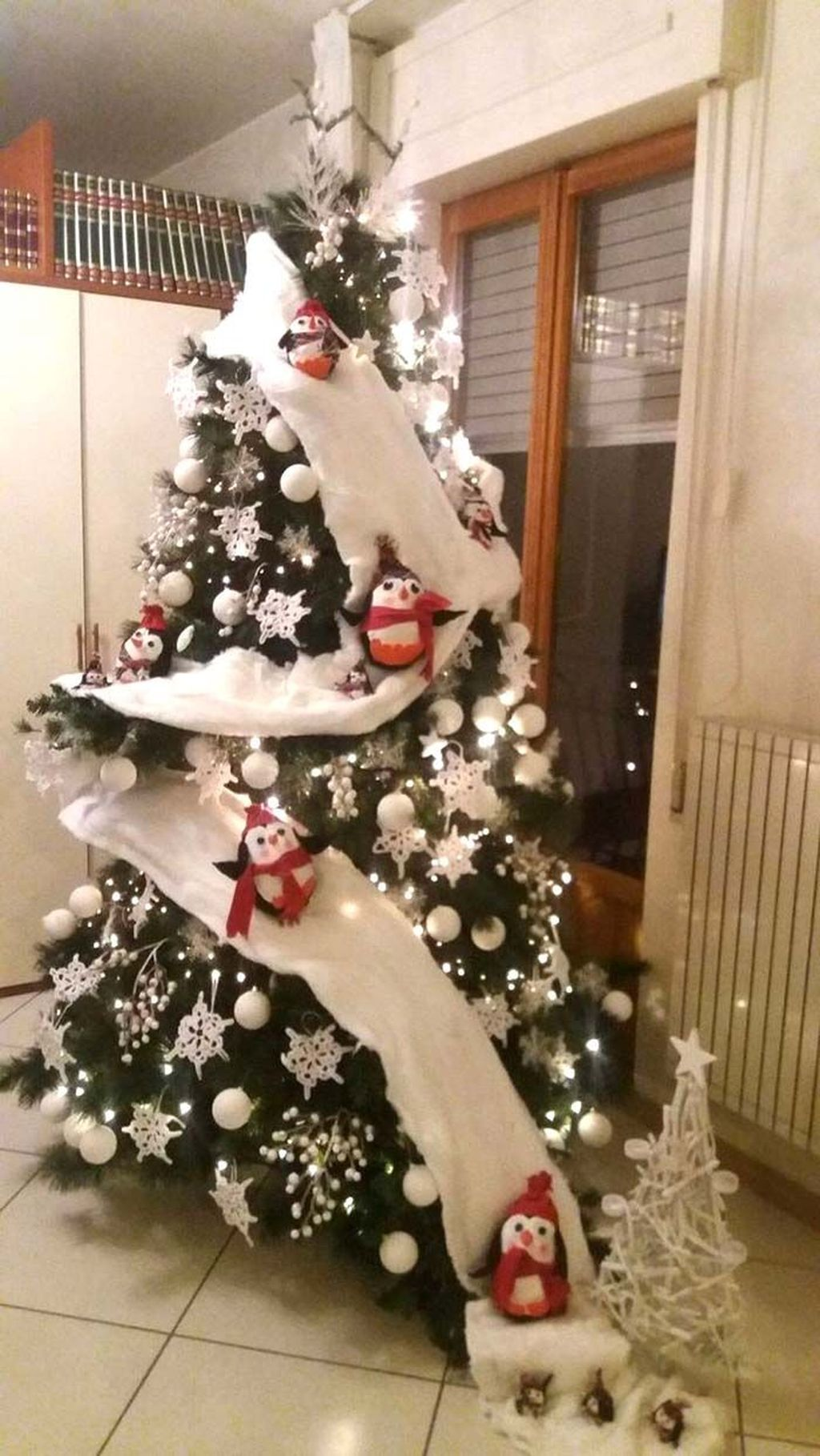 Lovely Christmas Tree Ideas To Beautify Your Interior Decor 18