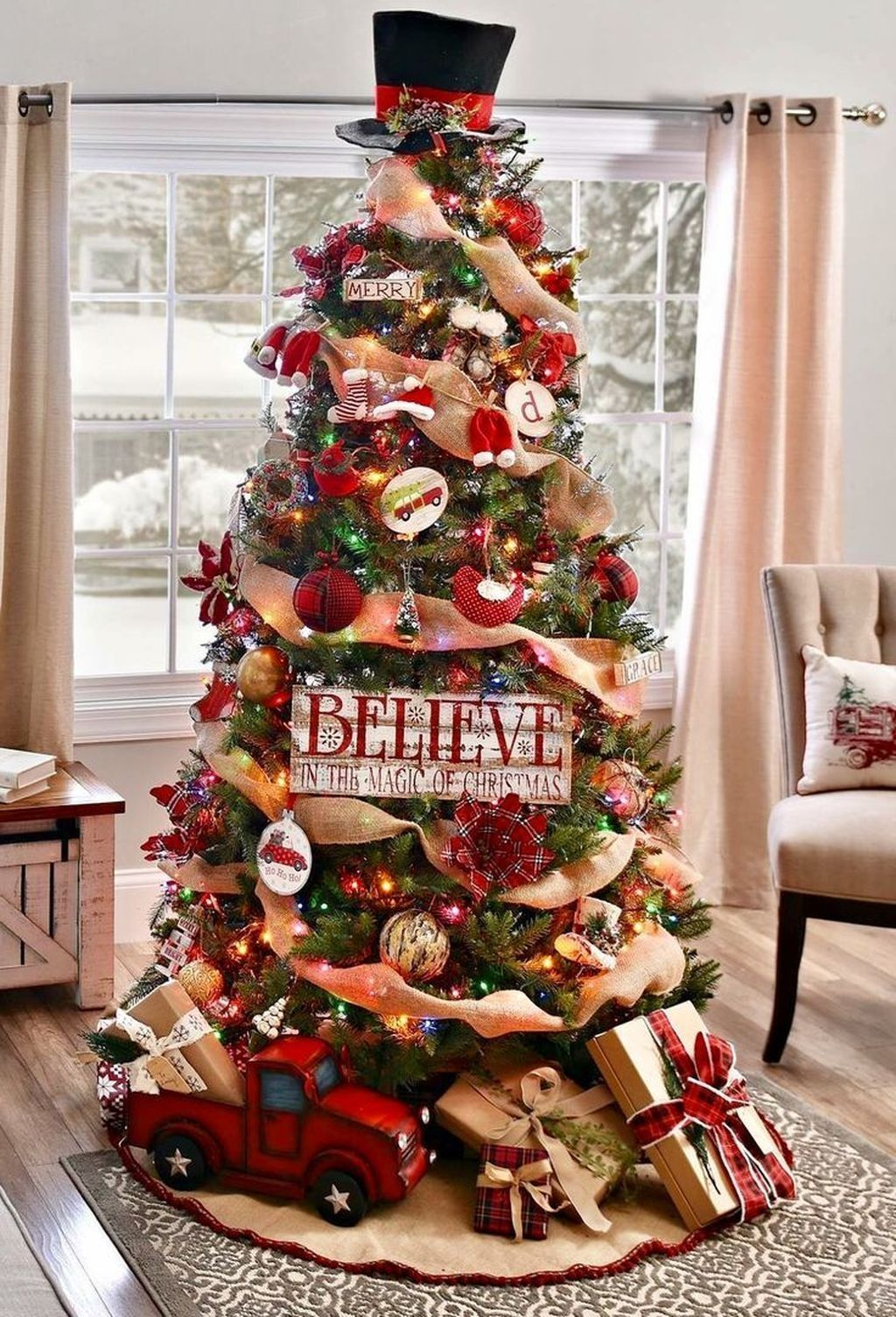 Lovely Christmas Tree Ideas To Beautify Your Interior Decor 21