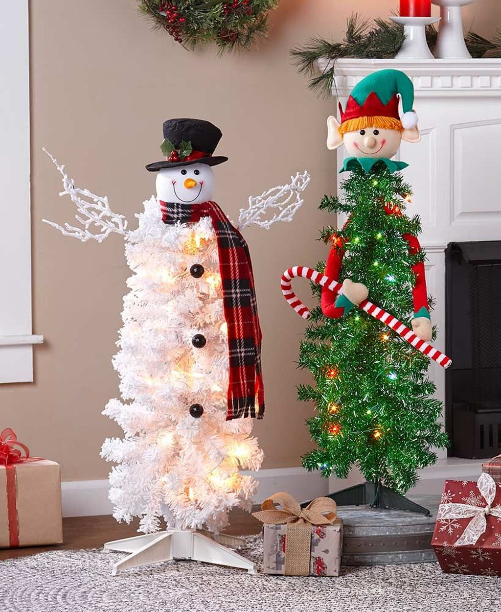 Lovely Christmas Tree Ideas To Beautify Your Interior Decor 22