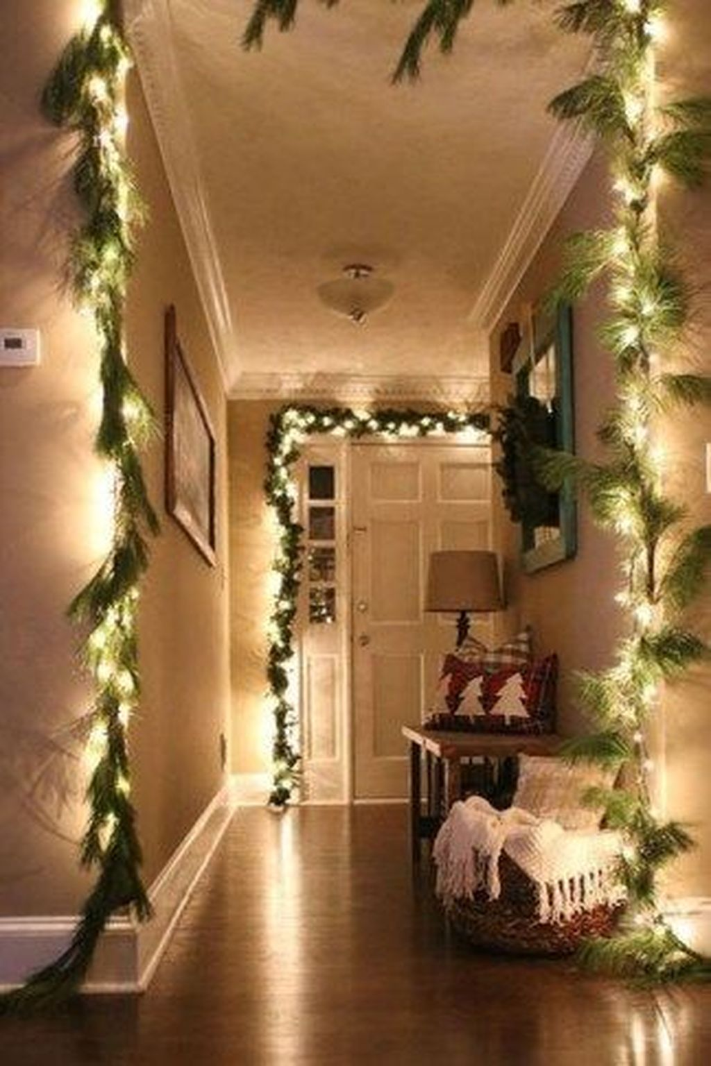 Nice Christmas Decoration Ideas For Apartment 15