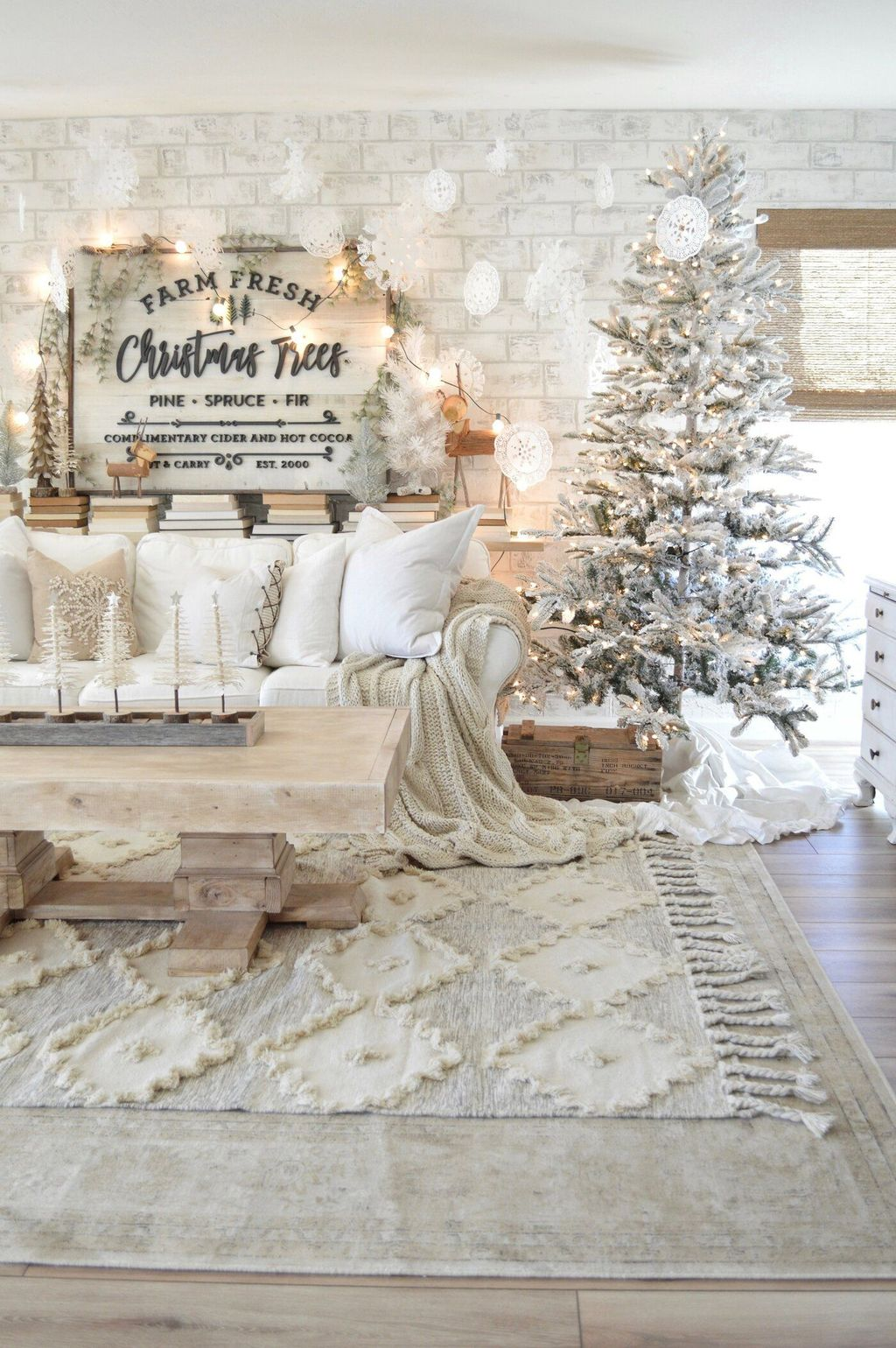 Nice Christmas Decoration Ideas For Apartment 22
