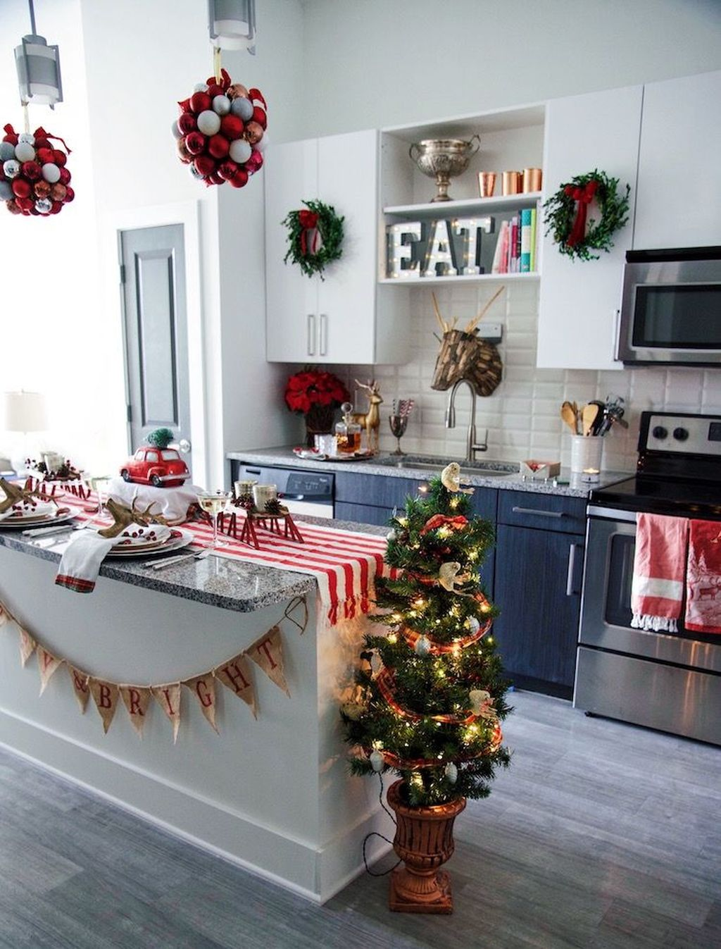 Popular Christmas Decor Ideas For Kitchen Island 02