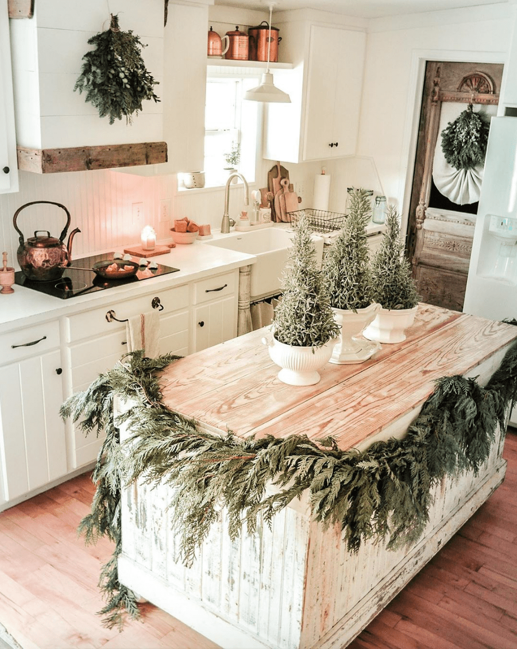 Popular Christmas Decor Ideas For Kitchen Island 03
