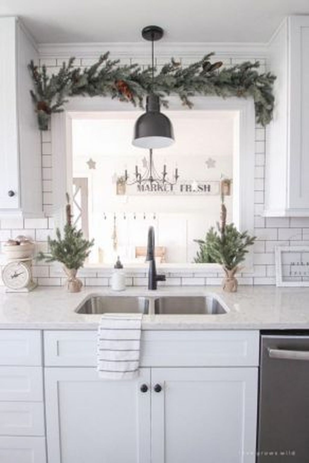 Popular Christmas Decor Ideas For Kitchen Island 09