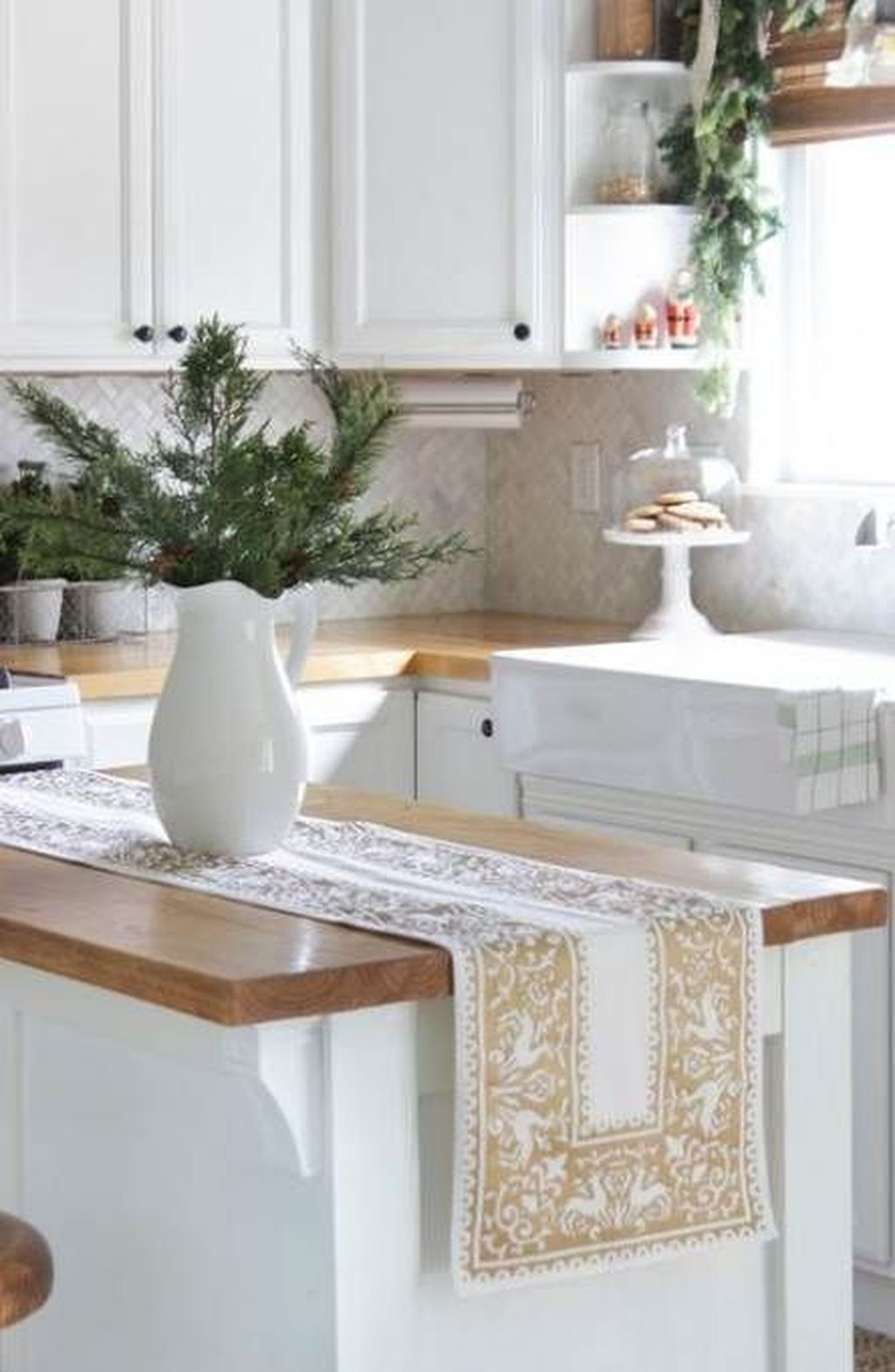 Popular Christmas Decor Ideas For Kitchen Island 20