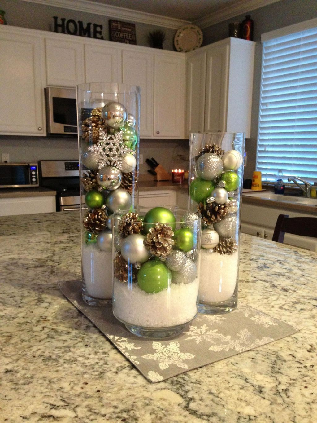 Popular Christmas Decor Ideas For Kitchen Island 27