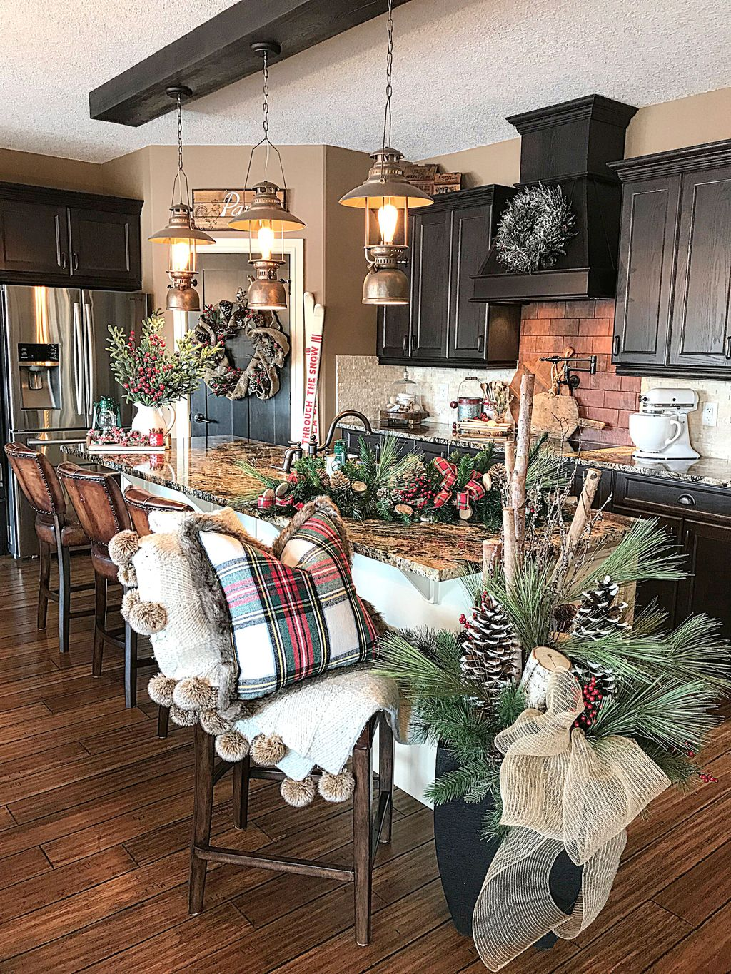 Popular Christmas Decor Ideas For Kitchen Island 31