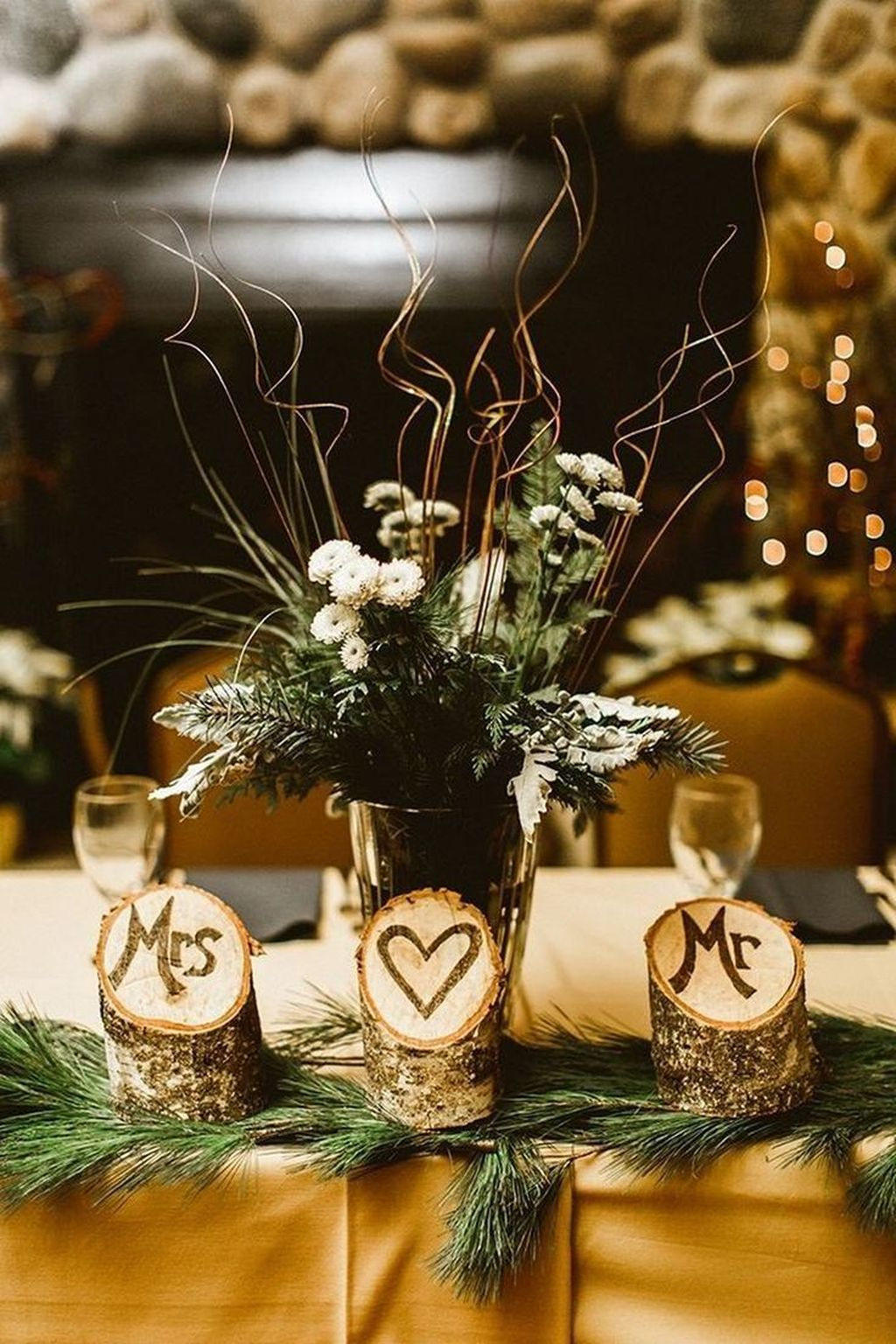 Popular Winter Table Centerpieces Ideas Best For Wedding 08