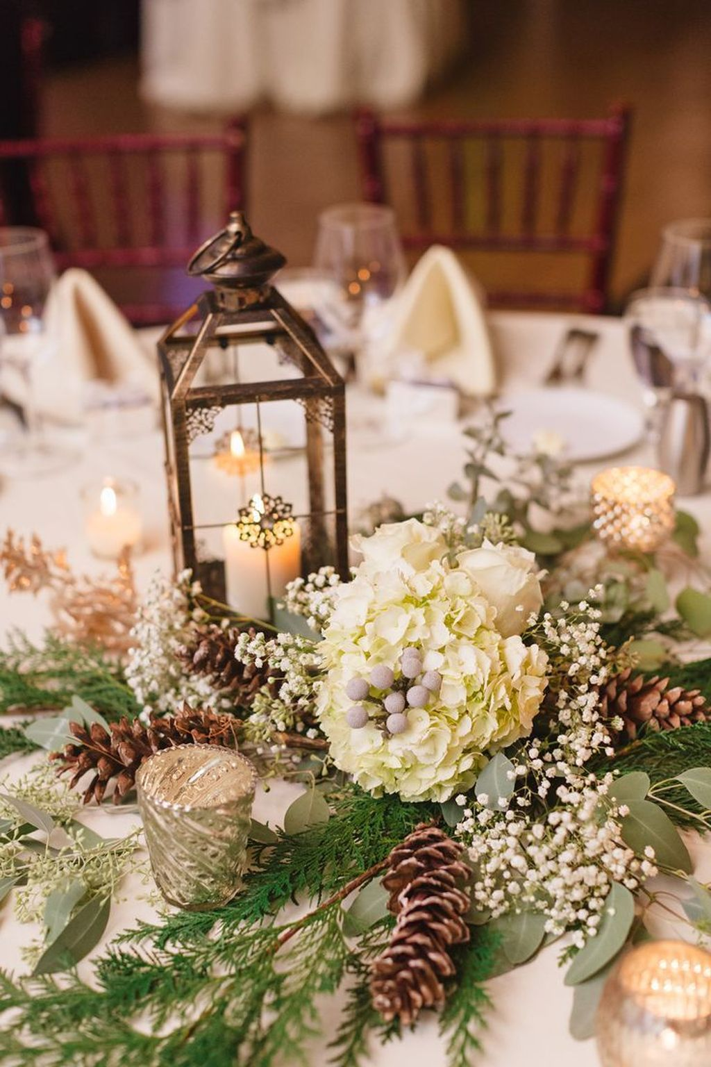 Popular Winter Table Centerpieces Ideas Best For Wedding 29