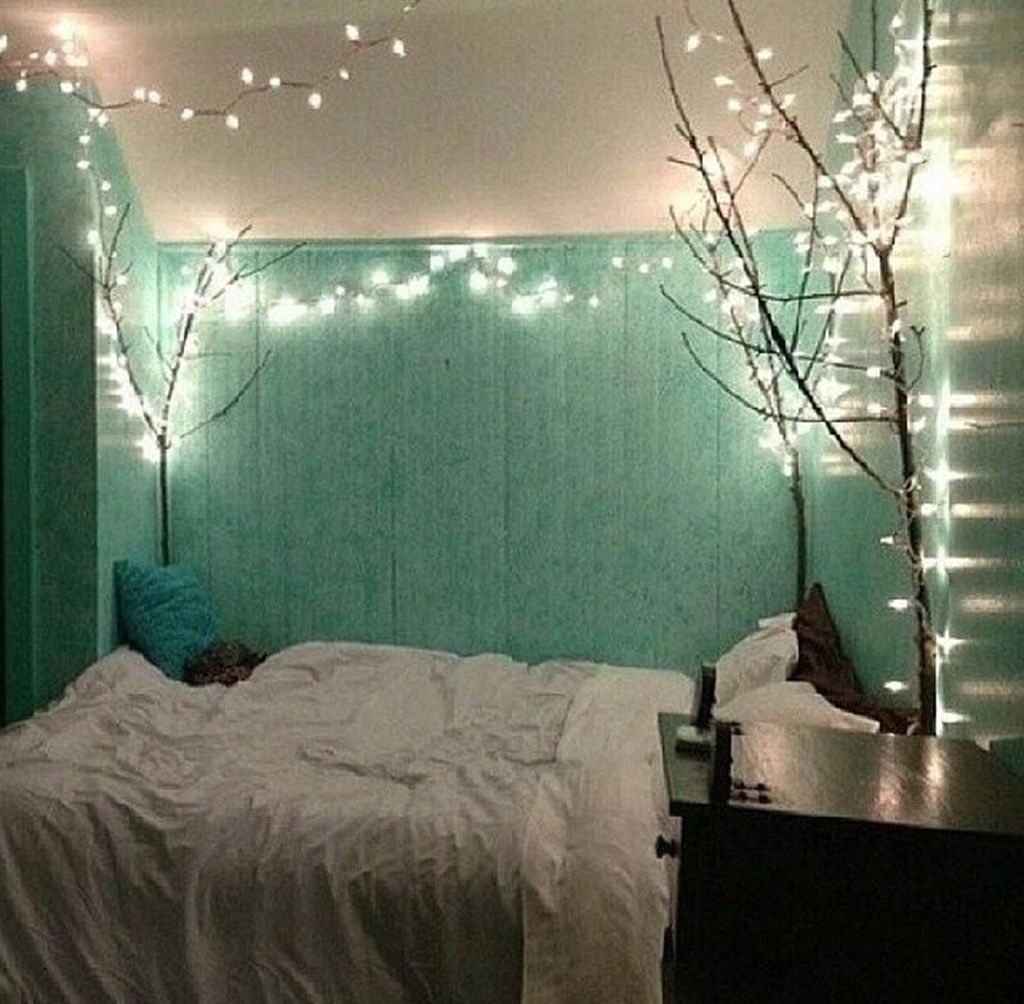 Stunning Christmas Lights Decoration Ideas In The Bedroom 11