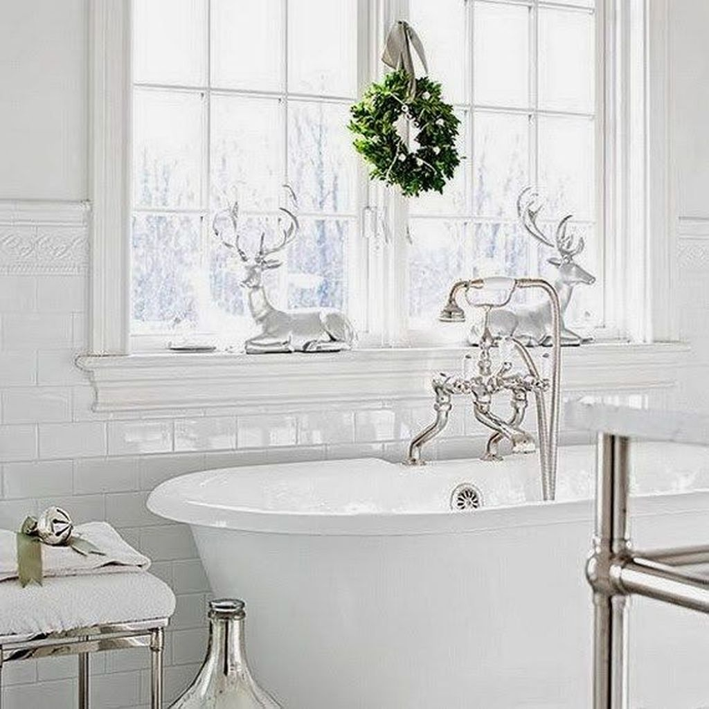 Stunning Winter Bathroom Decor Ideas 30