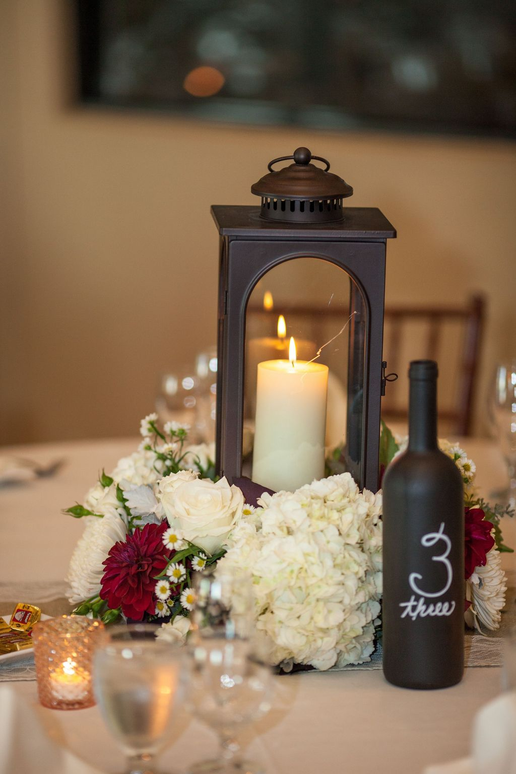 Stunning Winter Lantern Centerpieces For Wedding 25