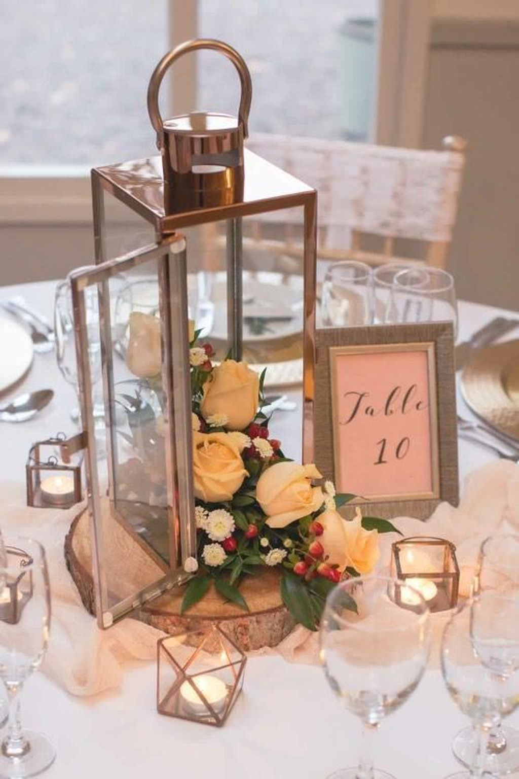 Stunning Winter Lantern Centerpieces For Wedding 26