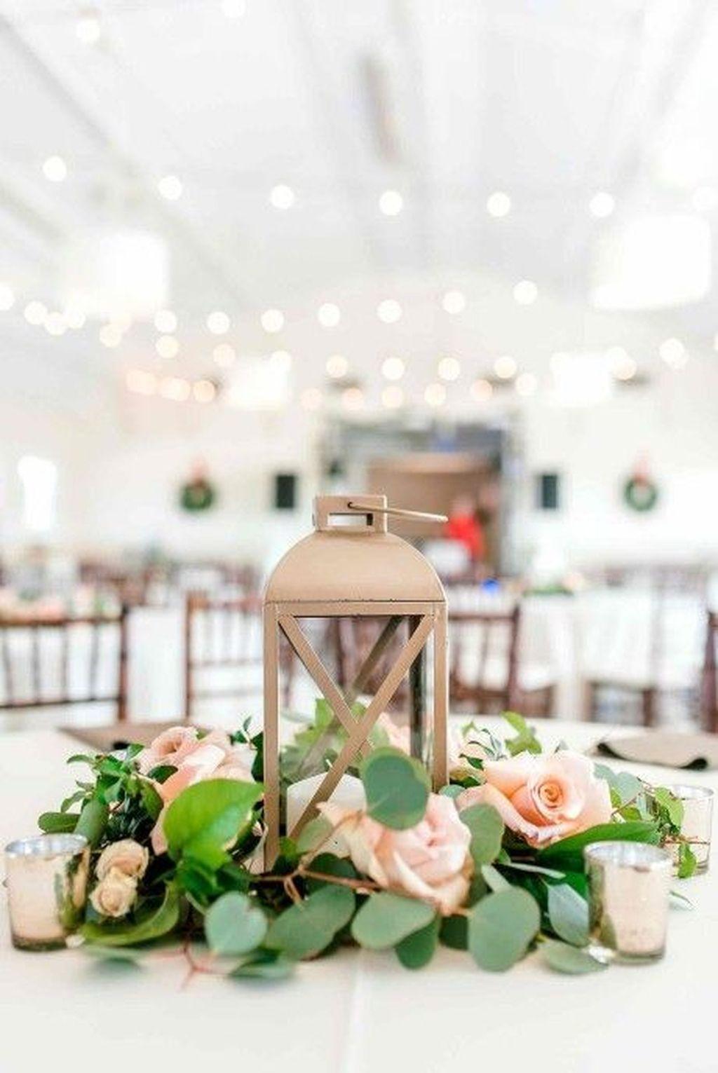 Stunning Winter Lantern Centerpieces For Wedding 29