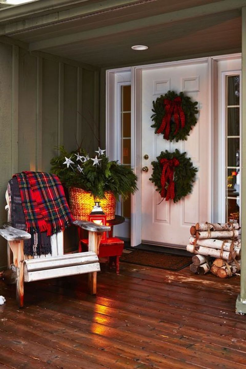 The Best Christmas Lanterns Outdoor Ideas Best For Front Porches 19