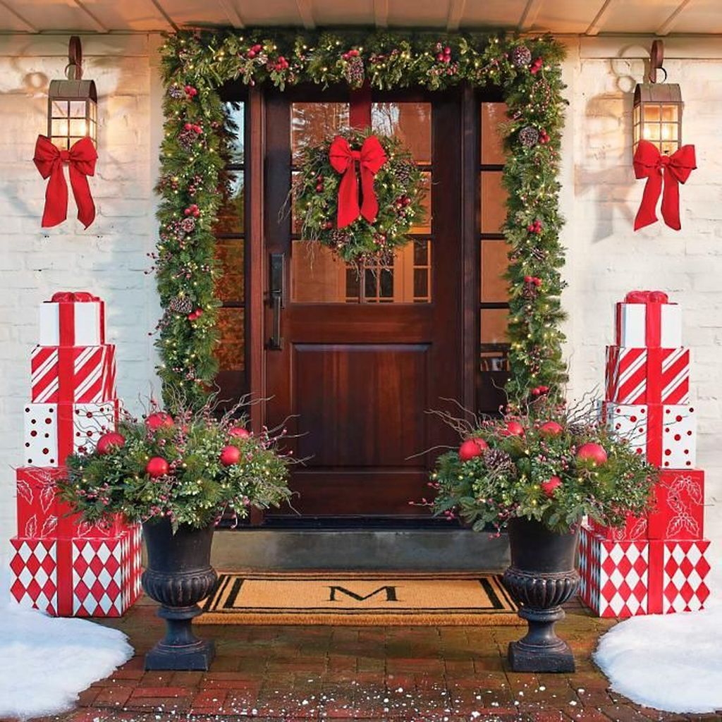 The Best Christmas Lanterns Outdoor Ideas Best For Front Porches 22
