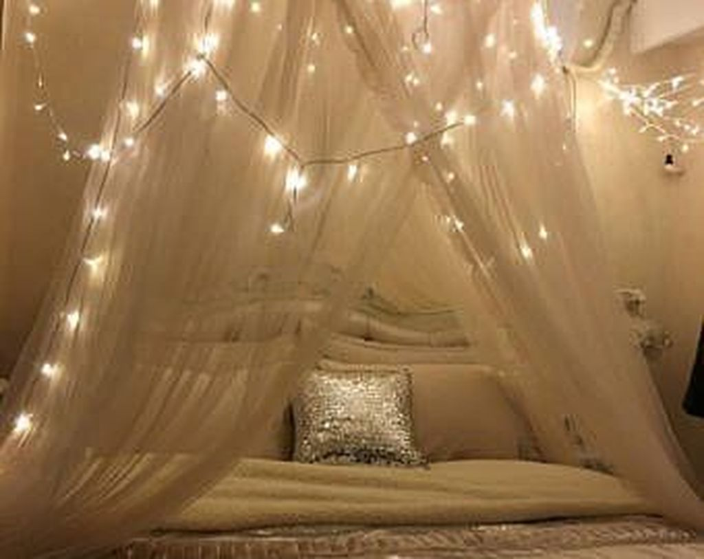 Awesome Romantic Bedroom Lighting Ideas You Will Love 03