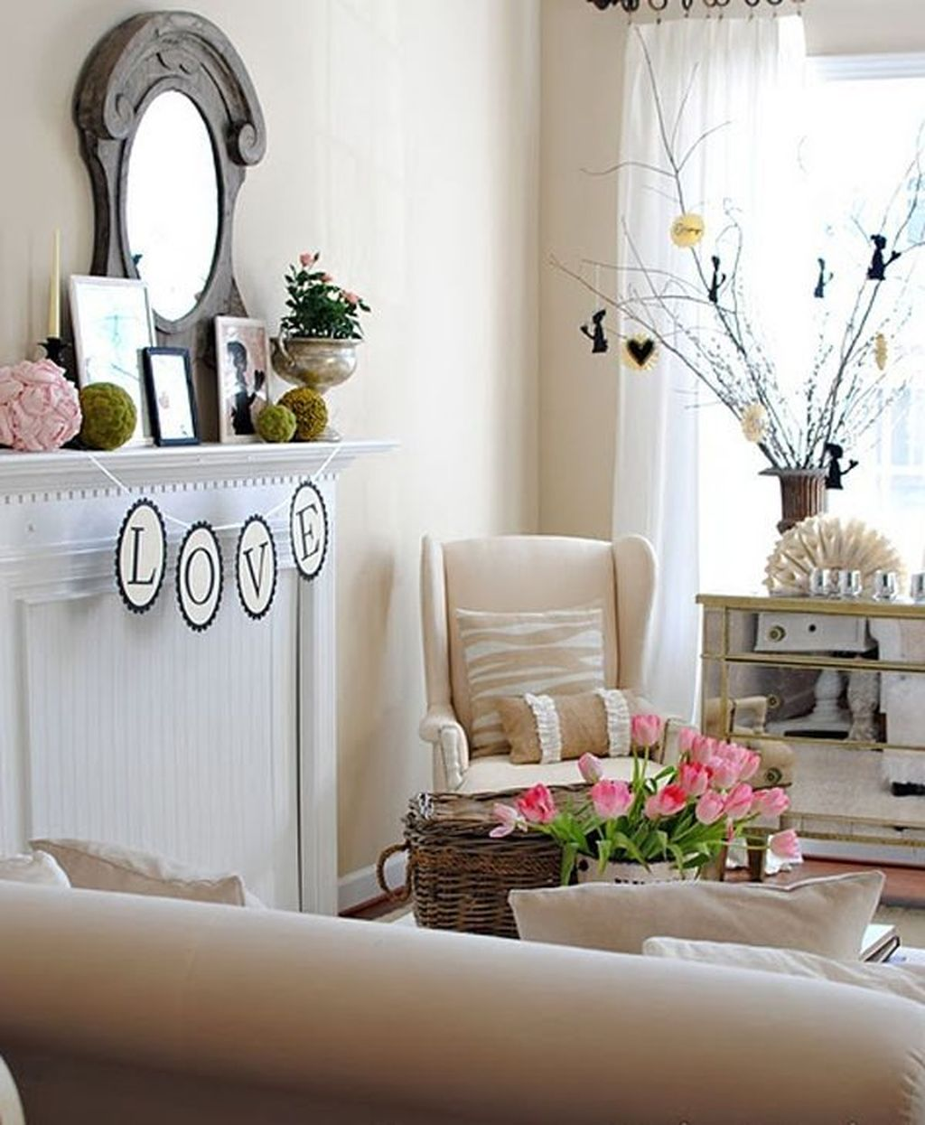 Beautiful Valentine Living Room Decor Ideas You Should Try 11