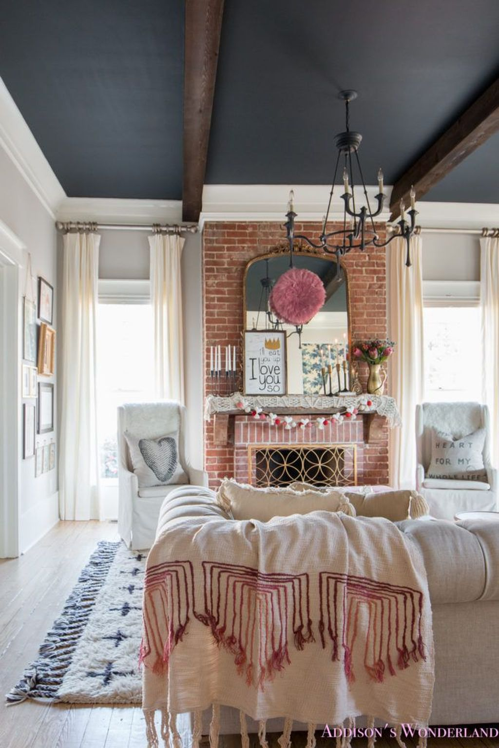 Beautiful Valentine Living Room Decor Ideas You Should Try 23