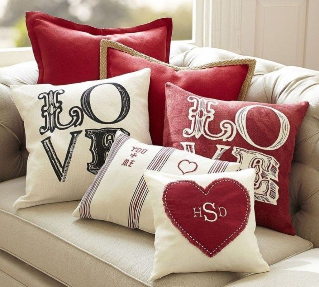 Beautiful Valentine Living Room Decor Ideas You Should Try 28