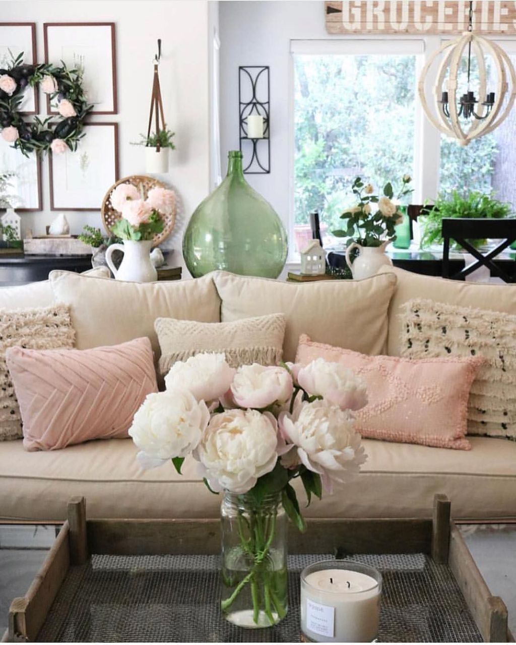 Beautiful Valentine Living Room Decor Ideas You Should Try 33