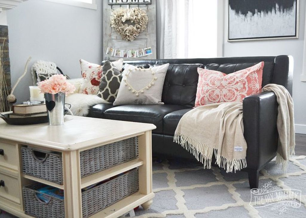 Beautiful Valentine Living Room Decor Ideas You Should Try 38