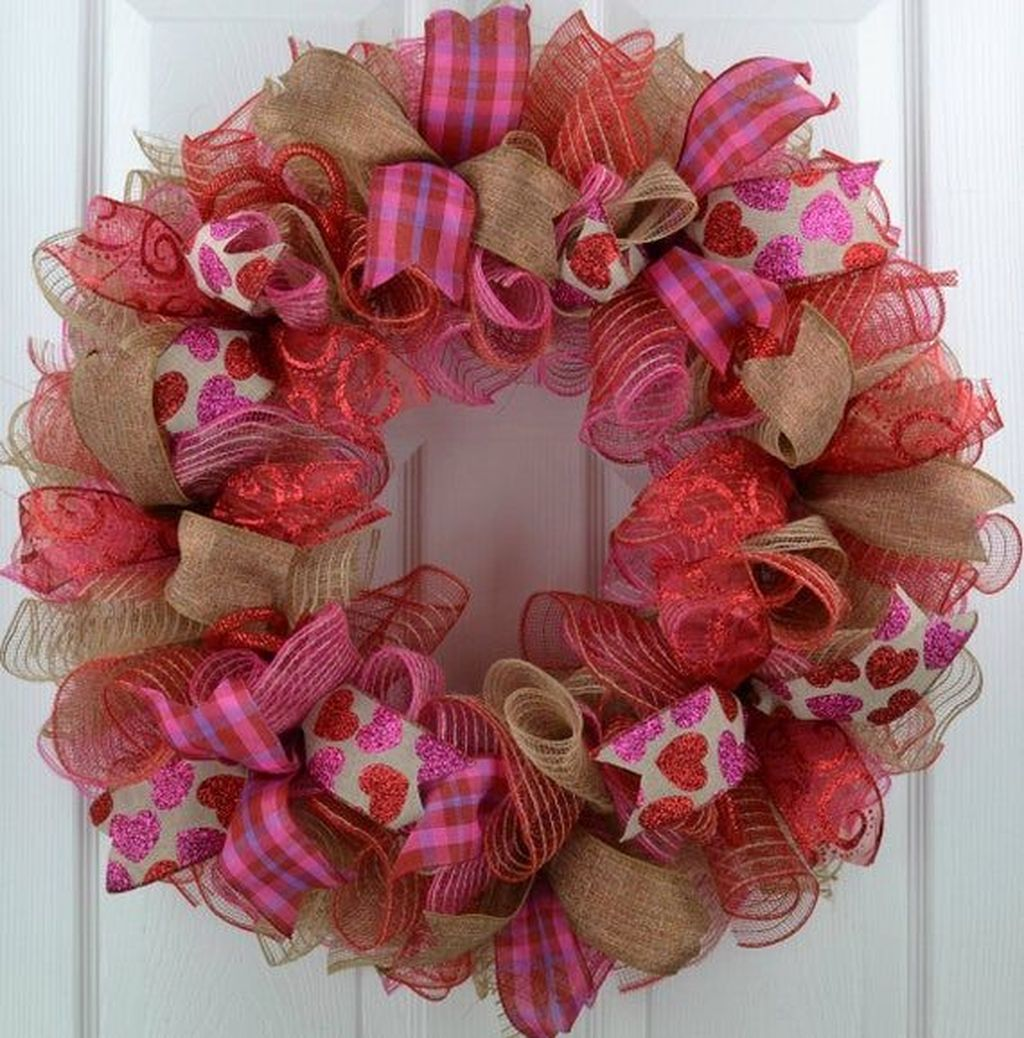 Fabulous Valentine Wreath Design Ideas FOr Your Front Door Decor 03