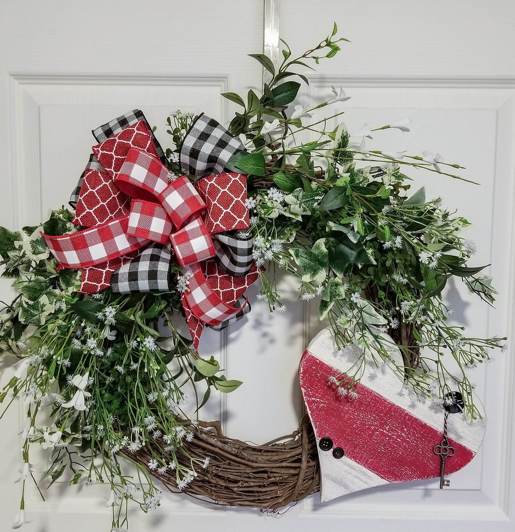 Fabulous Valentine Wreath Design Ideas FOr Your Front Door Decor 09