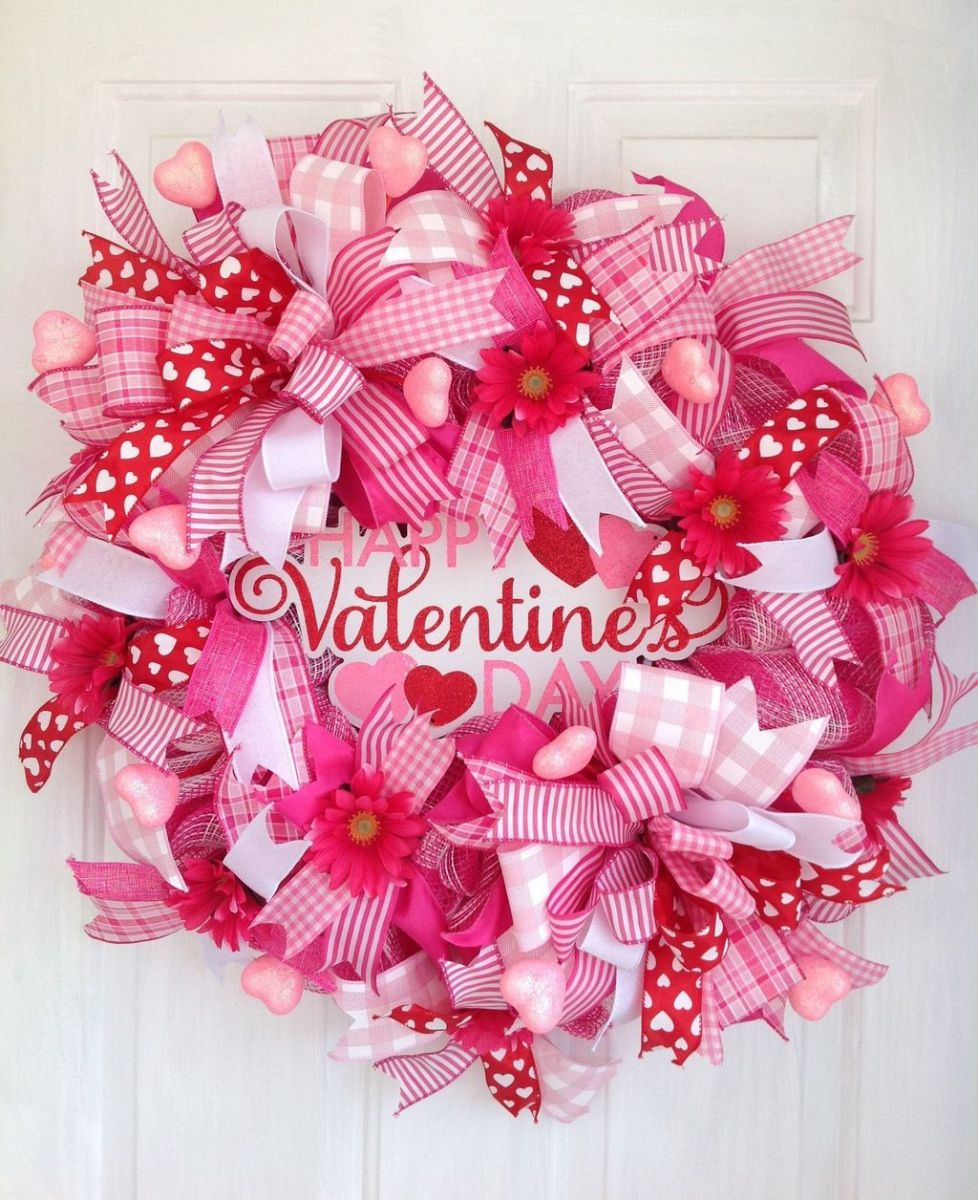 Fabulous Valentine Wreath Design Ideas FOr Your Front Door Decor 13